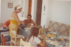 Papà a tavola con zia Toia