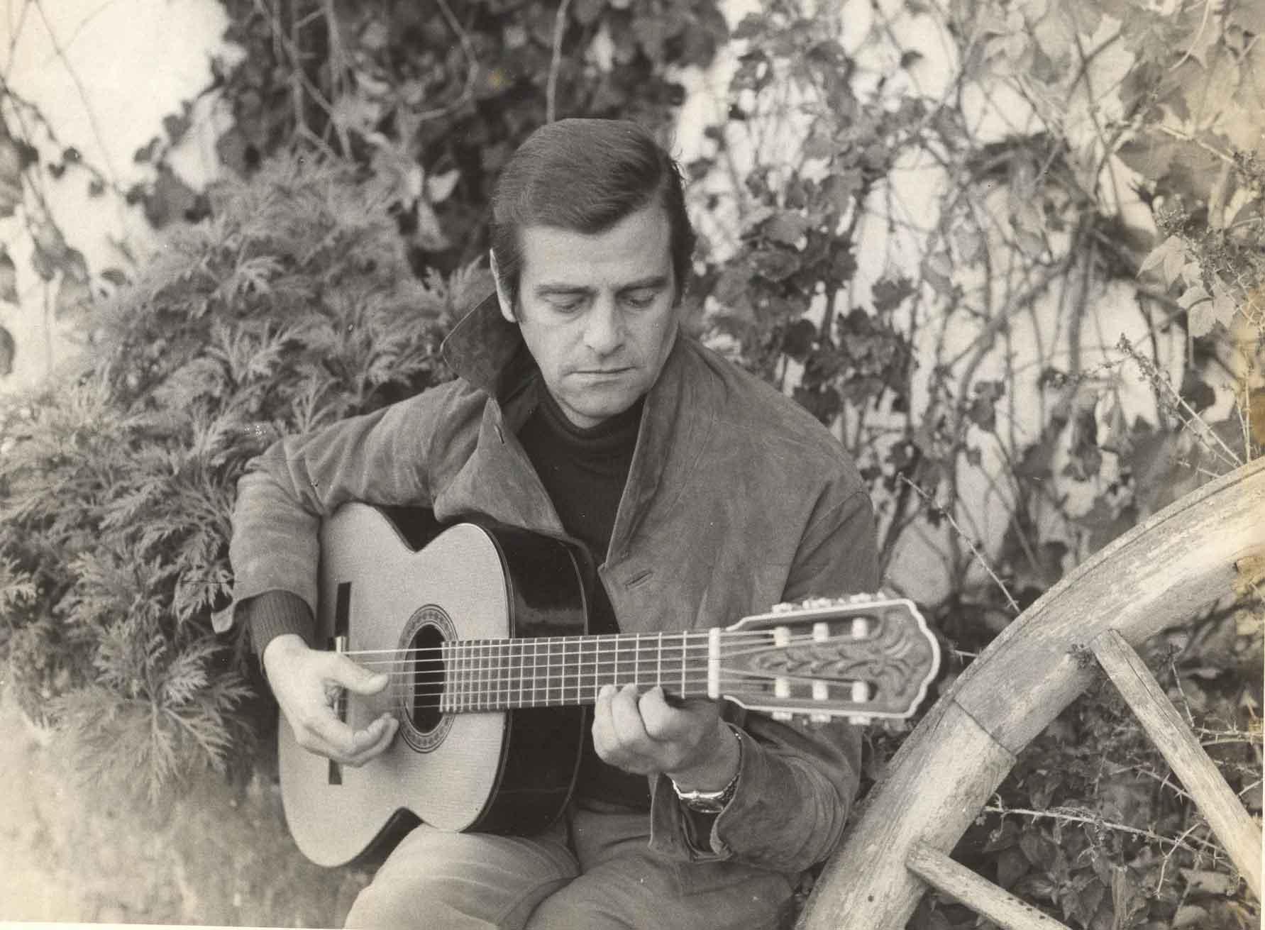 Papà-e-la-sua-chitarra
